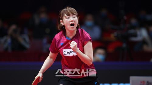 서효원이 19일 중국 정저우에서 열린 2020 ITTF(국제탁구연맹) 파이널스 첫날 여자단식 16강전에서 일본의 이시카와 가스미를 누른 뒤 포효하고 있다. 출처=ITTF 홈페이지