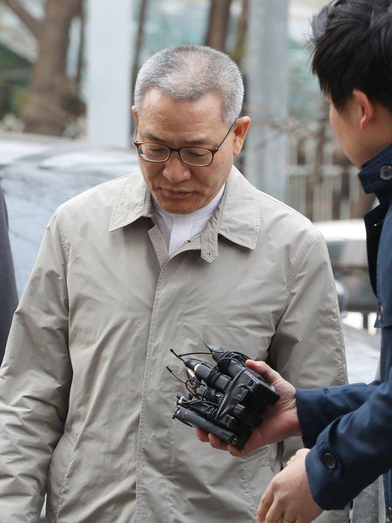 서유열 전 KT사장이 지난해 3월 구속 전 피의자 심문을 받기 위해 서울남부지법으로 들어오고 있다. [연합뉴스]