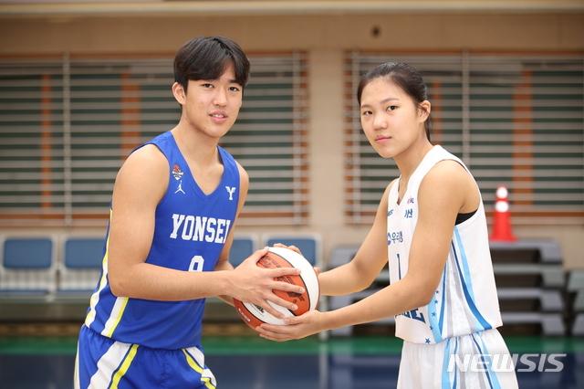 [서울=뉴시스]농구 박지원(왼쪽)-박지현 남매