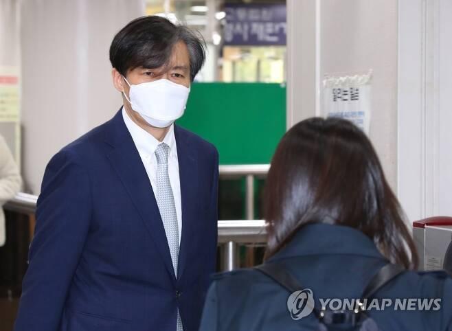 법정 향하는 조국 전 법무부 장관 [연합뉴스 자료사진]
