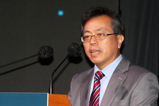 장병탁 서울대학교 AI연구원 원장이 '미래 AI 산업혁명과 디지털 뉴딜'을 주제로 발표하고 있다. 장진영 기자