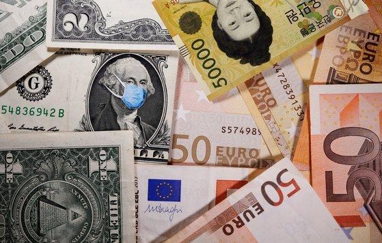 코로나19로 인한 부채 증가 속도가 심상치 않다. 로이터=연합뉴스