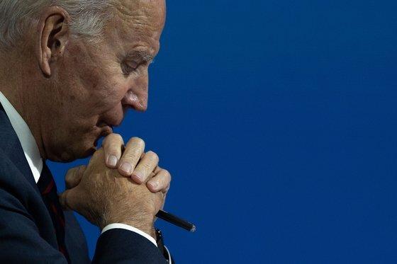 조 바이든 미국 대통령 당선인이 생각에 빠져있다 [AFP=연합뉴스]