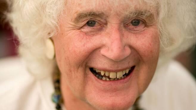94년 인생의 전반을 남성으로, 후반을 여성으로 살다 지난 20일(현지시간) 세상을 떠난 영국 여행작가 잔 모리스.AFP 자료사진