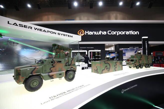 지난 11월 18일부터 3일간 일산 킨텍스에서는 2020 대한민국 방위산업전이 열렸다. 이 전시회에서 한화는 다양한 레이저 무기를 선보였다. 사진=한화
