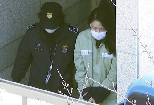 지난 2월20일 제주지방법원에서 열린 1심 선고공판에서 무기징역을 선고받고 나오는 고유정(37)씨.