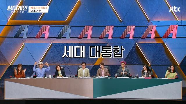 '싱어게인' 심사위원들이 참가자의 무대를 즐기고 있다. / 사진=JTBC 방송화면 캡처