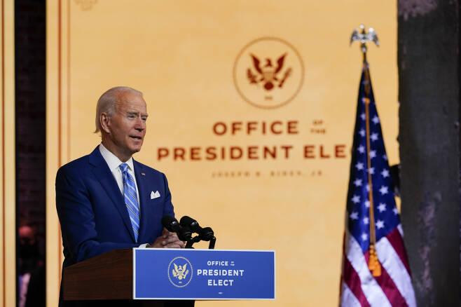 조 바이든 미국 대통령 당선인이 25일(현지시간) 델라웨어주 윌밍턴에서 추수감사절을 맞아 대국민 연설을 하고 있다. [AP]