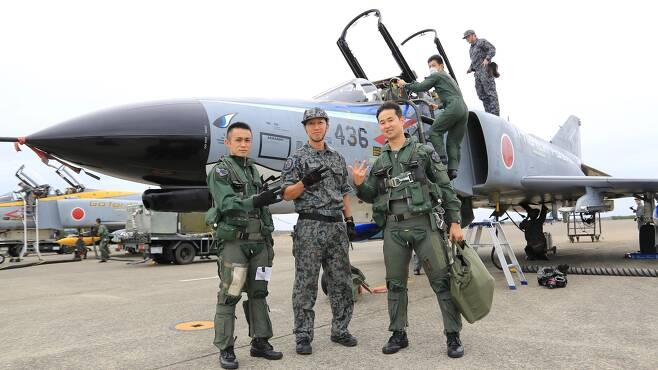 마지막 비행임무를 마치고 기지로 귀환한 일본항공자위대의 F-4EJK 팬텀기 [일본항공자위대 트위터 캡처. 재판매 및 DB 금지]