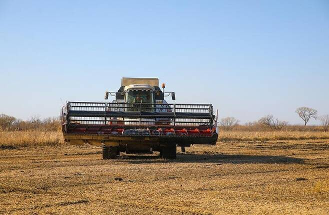 연해주 한 지역 농장의 농기계 모습. [연해주 지방정부 홈페이지 캡처. 재배포 및 DB화 금지]