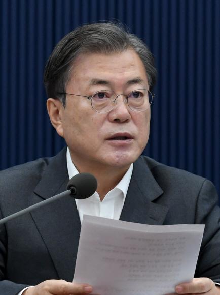 문재인 대통령이 1일 오전 청와대 여민관에서 열린 영상 국무회의에서 모두발언을  하고 있다. 2020. 12. 1 도준석 기자pado@seoul.co.kr