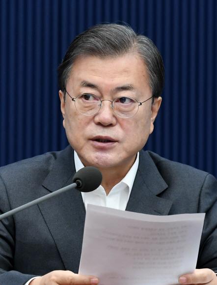 - 문재인 대통령이 1일 오전 청와대 여민관에서 열린 영상 국무회의에서 모두발언을  하고 있다. 2020. 12. 1 도준석 기자pado@seoul.co.kr