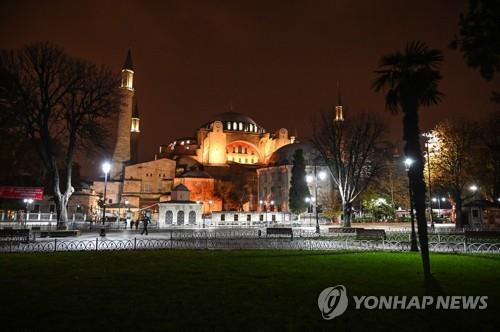 야간 통행금지령이 내려진 이스탄불 성소피아 주변 [AFP=연합뉴스]
