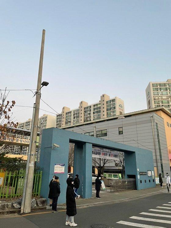 대구 달서구 대곡고등학교의 수능날 아침. 김윤호 기자