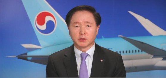 우기홍 대한항공 사장이 지난 2일 온라인 기자간담회에서 발언하고 있다.   이날 우 사장은 대한항공이 아시아나항공 인수 이후 인위적 구조조정이 없다는 점을 재강조했다. 연합뉴스