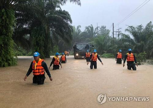 폭우로 인해 물난리가 난 수랏타니주 한 마을 모습. 2020.12.3 [AFP/ROYAL THAI ARMY=연합뉴스. 재판매 및 DB 금지]
