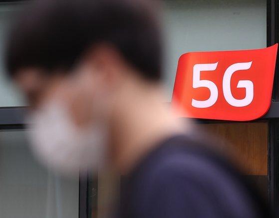 과학기술정보통신부가 8월 발표한 상반기 5G 통신서비스 품질평가에서 소비자들은 여전히 5G 품질에 불만인 것으로 나타났다. 연합뉴스.
