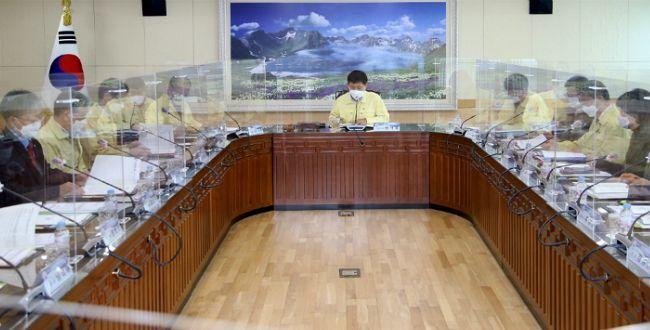 전남도교육감이자 전남 미래교육재단 장석웅 이사장이 지난 8일 8기 임원으로 구성한 재단 이사회를 열고 2021년에 9억 6160만 원 규모의 장학사업을 추진하기로 했다. (사진=전남도교육청 제공)