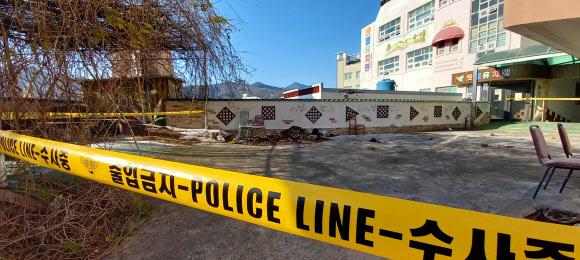 8일 오전 3시쯤 경남 양산시 북부동에 있는 한 재개발구역 교회 담벼락 쓰레기더미에서 훼손된 시신이 발견됐다. 사진은 시신이 발견된 교회 부지. 연합뉴스