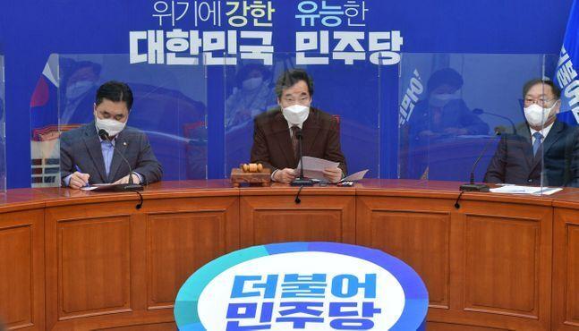 이낙연 더불어민주당 대표가 11일 국회에서 열린 최고위원회의에 참석, 모두발언을 하고 있다. ⓒ데일리안 박항구 기자