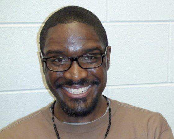 지난 10일 미국 인디애나주에서 사형 집행을 기다리는 동안 사형수 브랜던 버나드가 앉아 있는 모습. EPA=연합뉴스