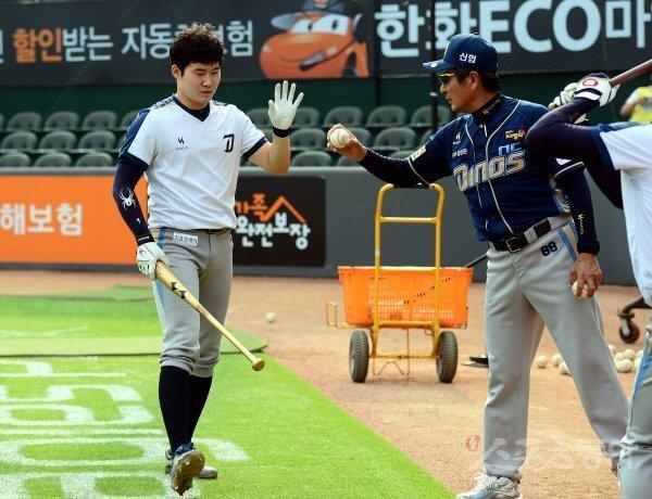 양승관 전 NC 다이노스 코치(오른쪽). 스포츠동아DB