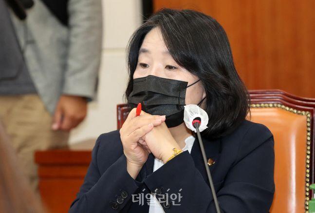 최근 지인들과 와인파티 사진을 올려 지탄을 받고 있는 윤미향 의원ⓒ데일리안 박항구 기자