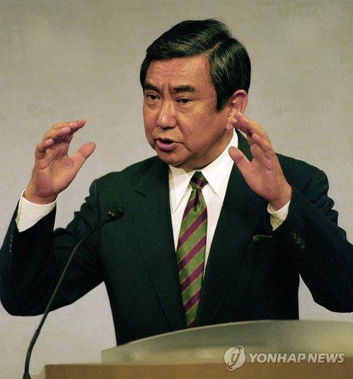 1993년 8월 4일 일본 총리관저에서 위안부 문제에 관한 조사 결과를 발표하는 고노 요헤이(河野洋平) 당시 관방장관. [교도=연합뉴스 자료사진]