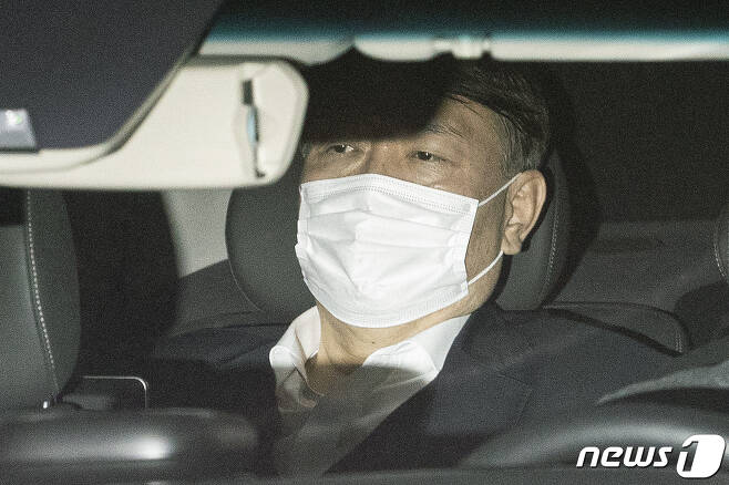 징계위가 열린 지난 15일 퇴근하는 윤석열 검찰총장의 모습.(뉴스1 DB) 2020.12.16/뉴스1