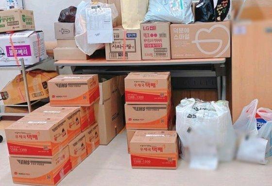 코로나바이러스 감염증(코로나19) 전담병원에서 일하는 간호사 강모씨는 하루 평균 15~20개의 택배가 병원으로 배송된다고 말했다. [사진: 강씨 제공]