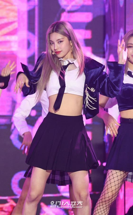 Yezi of Group ITZY is performing a wonderful stage at 2020 SBS Song Daejeon in DAEGU held in Daegu on the afternoon of the 25th.The 2020 SBS Song Daejeon in DAEGU, which is a full-fledged singer who led the K-pop trend this year, will be broadcast on SBS on the night of the 25th.Photo: SBS Provides 2020. 12.25