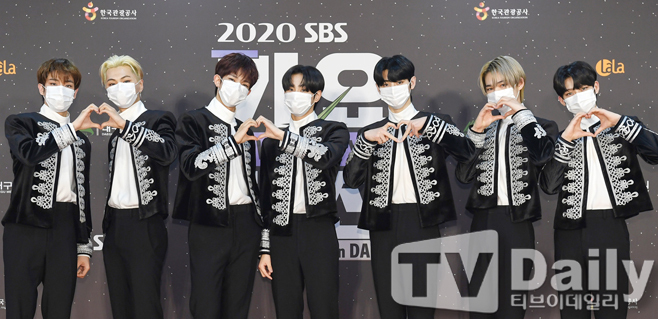 The 2020 SBS Song Daejeon in DAEGU Red Carpet event was pre-recorded on the evening of the 25th.Singer An hyphen attended the SBS Song Daejeon Red Carpet event.Boom, Kim Hee-chul and April Naeuns 2020 SBS Song Daejeon will be held under the theme of The Wonder Year.BTS, TWICE, Seventeen, Godseven (GOT7), MonstaX (MONSTA X), Mamamu, Jesse, New East, Girlfriend, Omai Girl, IZ*ONE, The Boys, Stray Kids, (Women) Kids, ATEEZ, and Yes ( ITZY), Tomorrow By Together (TOMORROW X TOGETHER), April, Momoland, Cravity (CRAVITY), Treasure (TREASURE), Espa, An hyphen (ENHYPEN) appear and shine their seats.
