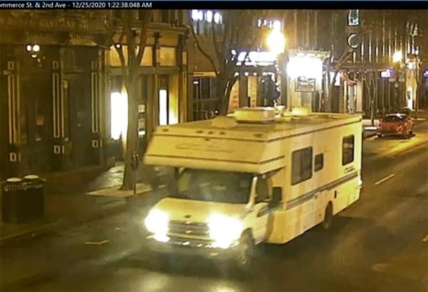 차량 폭발 사건이 터진 내슈빌. 사진은 처음 폭발한 것으로 추정되는 차량. /AP 연합뉴스