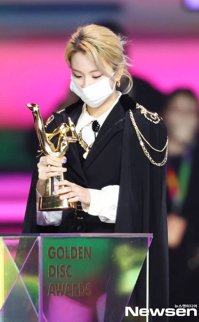 The 35th 2021 Golden Disk Awards with Curaprox records awards were held at KINTEX, Daehan-dong, Goyang-si, Gyeonggi-do on the afternoon of January 10th.Group TWICE, who attended the awards in the music category on the day, is showing a wonderful stage.(Photo Provision: The Golden Disc Awards Secretariat)