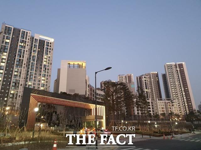 정부는 오는 15일 부동산시장 점검 관계장관회의를 열고 주택 공급 방안을 논의할 예정이다. /이재빈 기자