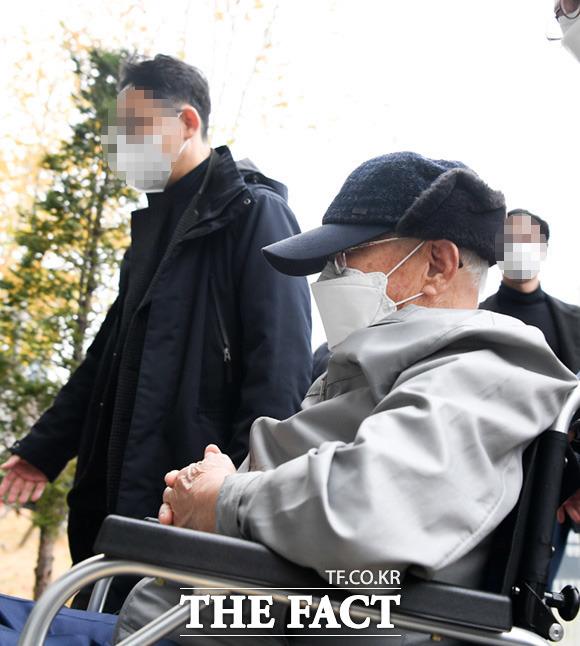 수원지법 형사11부(김미경 부장판사)는 13일 감염병예방법 위반 및 특가법상 횡령 등 혐의로 기소된 이만희 신천지 총회장에게 징역 3년에 집행유예 5년을 선고했다. /수원=임세준 기자