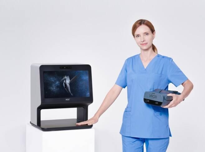 한국의 디지털 헬스케어 스타트업 엠투에스가 개발한 VR(가상현실) 장비 '아이닥터'. 이 제품은 지난 11일(현지 시각) 온라인으로 개막한 세계 최대 IT 전시회 'CES 2021'에서 '건강·웰빙' 분야 최고 혁신상을 받았다./엠투에스