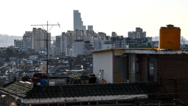 서울 용산구 한남3주택재개발구역에서 바라본 고층 아파트 단지의 모습. 한국일보 자료사진