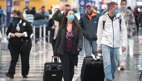 미국 시카고 오헤어 공항을 찾은 여행객들. AFP=연합뉴스