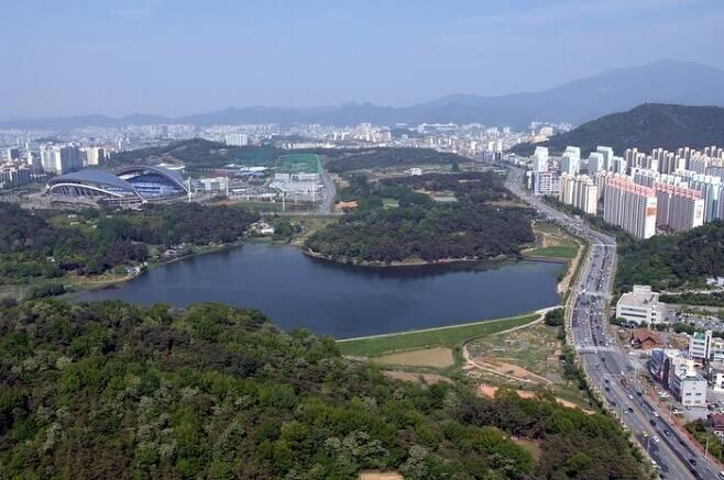 광주시의 민간공원 특례사업 대상인 중앙공원. <한겨레> 자료 사진