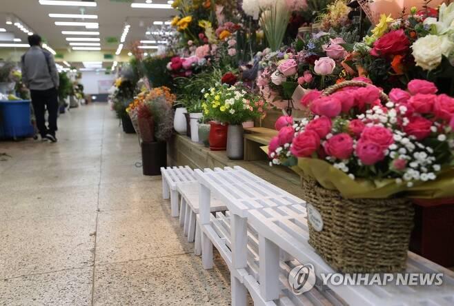 '졸업식 특수도 옛말' [연합뉴스 자료사진]