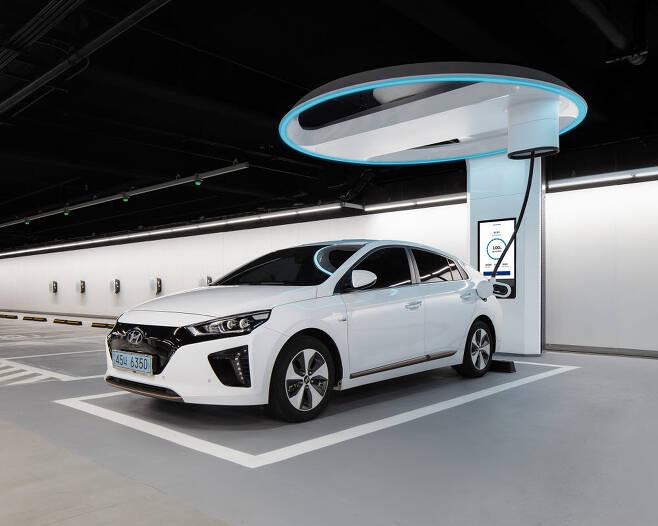 현대차가 지난 2019년 11월 현대 모터스튜디오 고양에 시범 구축한 전기차 초급속 충전설비 하이차저.