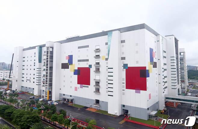 LG디스플레이 중국 광저우 8.5세대 OLED 패널공장 전경.(LG디스플레이 제공)© 뉴스1