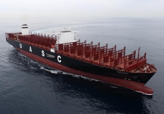 조선업계가 LNG 추진선을 수주 불황 속 단비로 기대하고 있다. 사진은 현대중공업이 건조한 초대형 컨테이너선의 시운전 모습. [사진=현대중공업 ]