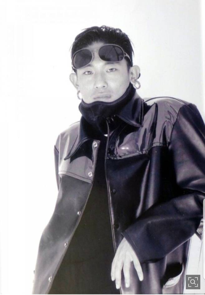 사망직전솔로데뷔를앞두고활발한언론인터뷰를벌이던1995년11월중순의김성재.당시그는연예인들의연예인이었고패피들의패피였다. 한겨레자료