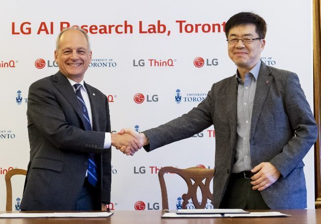 LG CTO Park Il-pyung (right) shakes hands with University of Toronto President Meric Gertler to mark launch of the LG AI Research Lab in 2018.