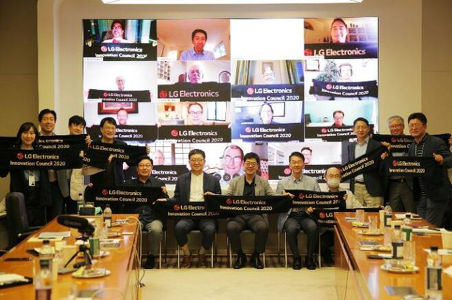 LG officials pose to celebrate launch of its Innovation Council, dedicated to discovering future technologies, in 2020.