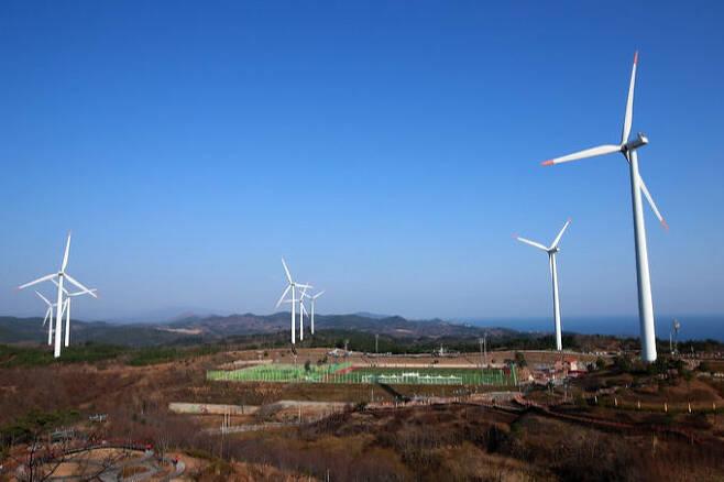 영덕 블루로드 풍력발전단지. 한국관광공사 제공