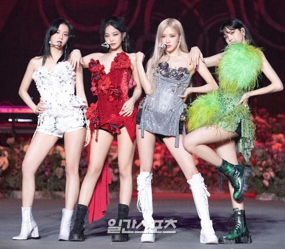 Group BLACKPINK caught the attention of Fans with its wonderful performance on the stage of live stream concert YG PALM STAGE - 2021 BLACKPINK: THE SHOW on the afternoon of the 31st.Photo: YG Entertainment Offering 2021. 01. 31