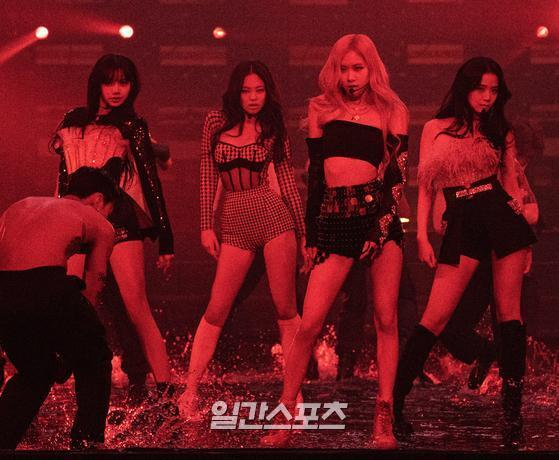 Group BLACKPINK captured the fans Sight with a wonderful performance on the stage of YG PALM STAGE - 2021 BLACKPINK: THE SHOW live stream concert on the afternoon of the 31st.Photo: YG Entertainment Offering 2021. 01. 31